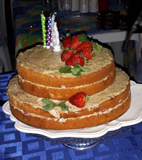 bolo naked cake de morango