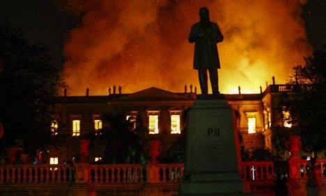 xMuseu-Nacional-e-destruido-pelo-fogo.jpg.pagespeed.ic_.rU7QsT4zOZ